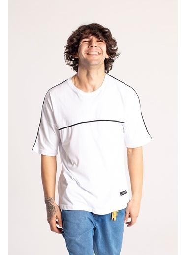 XHAN Siyah Biye Detaylı Oversize T-Shirt  Beyaz